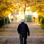 Alzheimer: O que fazer com um idoso perdido na rua?