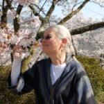 Idosos com Alzheimer: 3 formas de criar momentos alegres de conversas